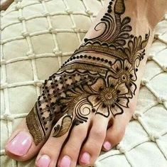 If you want to get your desired tattoo but don't want to get hurt? Then henna tattoo designs are for you. Here are some beautiful henna tattoo designs for females. Leg Mehndi Design Images, Mehndi Designs For Girls, Stylish Mehndi Designs, Bridal Henna Designs, Best Mehndi Designs, Mehndi Designs For Hands, Mehndi Tattoo, Henna Tattoo Designs, Henna Mehndi