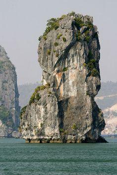 Cruising on Halong Bay, Vietnam | http://borntobunk.com | #vietnam #bay