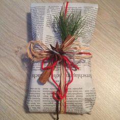 So könnt Ihr Geschenke nachhaltig verpacken: mit Zeitungspapier, Naturbast, Wolle, Zweig und Gewürze