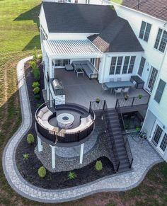 Beautiful ▫️Deck Design ▫️Outdoor Living Space Inspiration ✨ By [ ] Dream Home Design, Modern House Design, My Dream Home, Style At Home, Casas The Sims 4, Backyard Patio Designs, Backyard Seating, Deck Patio, Backyard Landscaping