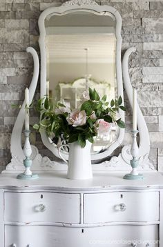 Show Your Family The Greatest Pride – Decorate Your Living Room Using Shabby Chic – Shabby Chic News Mirrored Bedroom Furniture, Furniture Fix, Diy Pallet Furniture, Chalk Paint Furniture, Recycled Furniture, Furniture Makeover, Dresser Makeovers, Dresser Ideas, Bedroom Decor