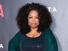 De olho na balança, Oprah Winfrey lança livro com receitas light https://donaelegancia.wordpress.com/2016/06/15/de-olho-na-balanca-oprah-winfrey-lanca-livro-com-receitas-light/