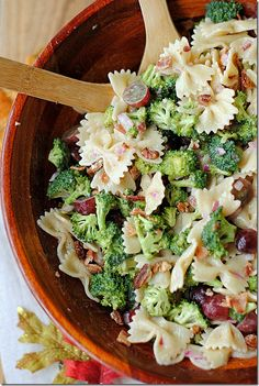 Broccoli Grape Harvest Salad - Eat Yourself Skinny- So I made a variation of this salad almost 2 years ago, but this is by FAR soo much better! I found this recipe in an older issue of Southern Living over the weekend and made it for our tailg Harvest Salad, Clean Eating, Healthy Eating, Eat Yourself Skinny, Cooking Recipes, Healthy Recipes, Healthy Foods, Yummy Recipes, Recipies