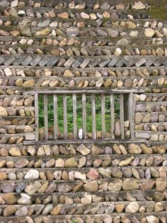 Stone wall with wood slat window.each row of stones has a poured concrete layer on top Dry Stone, Pebble Stone, Brick And Stone, Stone Work, Stone Walls, Stone Masonry, Caillou Roche, Garden Art, Garden Design