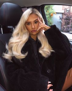 Tips For Changing Your Hairstyle – Hair Wonders Ice Blonde, Blonde Hair Looks, Clip In Extensions, Hair Inspo, Hair Inspiration, Style Casual, Hair Goals, Dyed Hair, Hair Clips