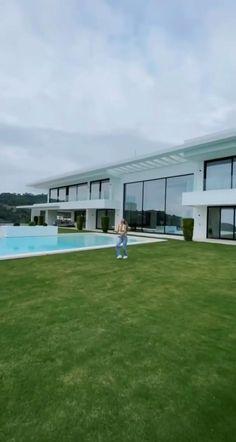Modern Villa Design, Classic House Design, Dream Home Design, Home Interior Design, House Arch Design, Home Building Design, Los Angeles Skyline, Beautiful House Plans, Mansion Interior