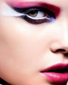 Fan out your white liner in this Intense Pink'n'Purple eye