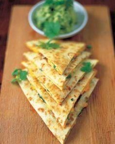 - 8 tortillawraps- 2 eetlepels crème fraiche (geen slagroom !!)- 1-2 eetlepels ketchup- 50 gram geraspte kaas- Mexicaanse Kruiden- Salami of ander vlees (eventueel)TIP: je kan ook kleine stukjes kip in de mexicaanse kruiden bakken