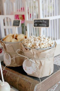 sweet-table-primers-comunion-boda-bautizo-fiesta Can just use the Tulip Tags as Candy/Pop corn Tags Candy Table, Candy Buffet, Dessert Table, Bar A Bonbon, Popcorn Bar, Popcorn Station, Snack Station, Food Stations, Festa Party