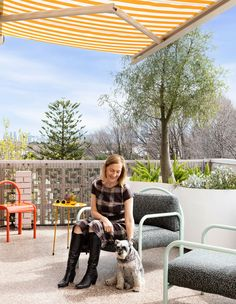 The colourful St Kilda home of Rosalind Willett – a penthouse apartment renovated by Wowowa Architects. Australian Architecture, Australian Homes, Outdoor Bar Cart, Brick Cottage, Balcony Railing Design, Penthouse Apartment, Most Beautiful Gardens, Property Design, St Kilda