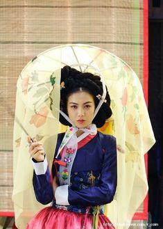 Korean Traditional Clothes, Traditional Dresses, Korean Dress, Korean Outfits, The Rok, Modern Hanbok, Korean Art, We Are The World, Folk Costume