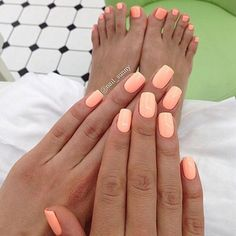 The advantage of the gel is that it allows you to enjoy your French manicure for a long time. There are four different ways to make a French manicure on gel nails. The choice depends on the experience of the nail stylist… Continue Reading → Peach Nails, Coral Nails, Neon Nails, Orange Nails, My Nails, Peach Colored Nails, Bright Nails, Bright Summer Gel Nails, Pretty Nails For Summer