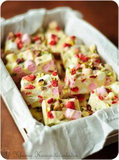 Kleiner Kuriositätenladen: Erdbeer-Pistazien-Marshmallow-Schokoriegel mit jeder Menge Crisp
