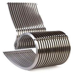 Cadeira de balanço em alumínio.