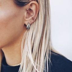 Large Gold Circle Drop Earrings - Big Hoop Earrings/ Sparkly Hoops/ Geometric Earrings/ Elegant Hoops/ Circle Earrings/ Gifts for Her - Fine Jewelry Ideas Piercings bellybutton nariz oreja Smiley Piercing, Innenohr Piercing, Tattoo Und Piercing, Et Tattoo, Cute Ear Piercings, Tattoos, Forward Helix Piercing, Bellybutton Piercings, Body Piercings