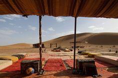 Exterior del campamento en el desierto del Sahara.