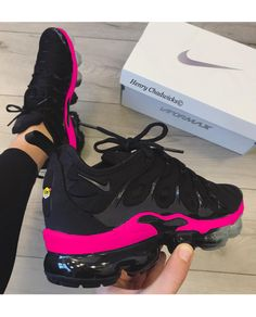 Cute Sneakers Shoes Sneakers Air Max Sneakers Hot Shoes Adidas Sneakers Look Com Tenis Nike Air Vapormax Sneaker Boots Nike Shox Cute Nike Shoes, Cute Sneakers, Shoes Sneakers, Jordan Shoes Girls, Girls Shoes, Nike Roses, Souliers Nike, Nike Shoes Air Force, Hype Shoes