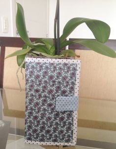 Tutorial, Diy, Passo à Passo Como Fazer uma carteira de Patchwork Sew Wallet, Tutorial Diy, Gift Wrapping, Vase, Sewing, Gifts, Tablet, Envelope Clutch, Fabric Wallet