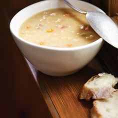 Make this delicious pea soup in your RICARDO multi-function electric pressure cooker or Instant Pot. Pressure Cooker Pho, Pressure Cooker Recipes, Pea And Ham Soup, Pea Soup, Instant Pot, Tofu Soup, Ricardo Recipe, Salt Pork, Valeur Nutritive