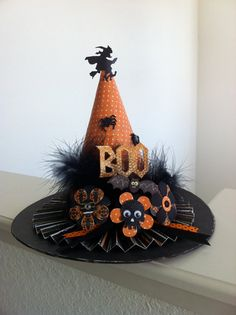 This unique paper mache witch hat is decorated to be one of a kind! Add it to your Halloween decor or use it for a party center piece! Halloween Prop, Retro Halloween, Primer Halloween, Halloween Witch Wreath, Homemade Halloween, Holidays Halloween, Halloween Crafts, Happy Halloween, Halloween Decorations