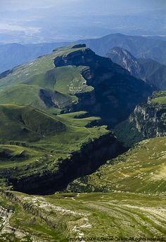 Cañón de Añisclo, Huesca. Einer der tiefsten und längsten Canyons Europas. Kann man durchwandern.  http://www.ferienwohnungen-spanien.de/Huesca/artikel/unter-geiern-trekkingtour-durch-die-pyrenaen