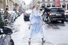 Pin for Later: Wie man auch als erwachsene Frau ganz einfach Rüschen tragen kann Als luftiges, schulterfreies Kleid in mehreren Lagen