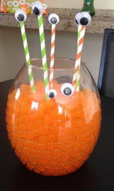 Fotos: Mãe escolhe tema monstrinhos para primeiro aniversário do filho -  - UOL Estilo de vida Little Monster Birthday, Monster 1st Birthdays, Monster Birthday Parties, First Birthday Parties, First Birthdays, Monster Party, Halloween Infantil, Monster University Party, Monster Baby Showers