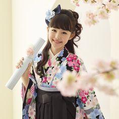 Hakama. Elementary school graduation party. (Hakama is the kimono a girl student puts on in a graduation party.) 小学生卒業袴