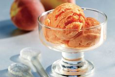 An ice cream that is really worth the trouble and your time! Refreshing, fragrant and luscious it will be the ideal dessert to end a dinner. Easy Homemade Ice Cream, Easy Ice Cream Recipe, Ice Cream Recipes, Homemade Food, Frozen Desserts, Frozen Treats, Just Desserts, Delicious Desserts, Cookbook Recipes