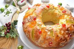 Torta dei Re Magi, la torta della Befana: un dolce dalla tipica forma rituale ad anello, impreziosito da canditi che ricordano i gioielli dei Re Magi.