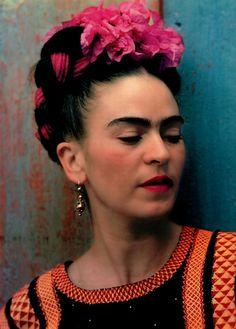 Frida Kahlo....errrr...Magdalena Carmen Frieda Kahlo y Calderón