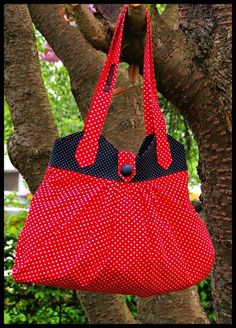 """Diese wunderschöne Tasche wurde im Rahmen der Farbaktion des Monats Mai """"MaiLove"""" gearbeitet.  Durch das Pünktchendesign erinner t sie ein wenig an..."""