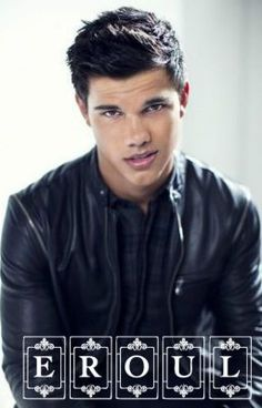 Taylor Lautner stole the heart of audience members with his portrayal of Jacob Black in the popular The Twilight Saga films. Hot Actors, Actors & Actresses, Jacob Black Twilight, Twilight Saga, Hommes Sexy, Liam Hemsworth, Celebs, Celebrities, Celebrity Crush