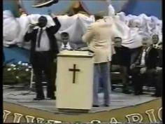 El Aniversario # 30 del Ministerio de Yiye Avila COMPLETO.Mat 13:11  El respondiendo, les dijo: Porque a vosotros os es dado saber los misterios del reino de los cielos; mas a ellos no les es dado.  Mat 13:12  Porque a cualquiera que tiene, se le dará, y tendrá más; pero al que no tiene, aun lo que tiene le será quitado.(B)  Mat 13:13  Por eso les hablo por parábolas: porque viendo no ven, y oyendo no oyen, ni entienden.  Mat 13:14  De manera que se cumple en ellos la profecía de Isaías, que…