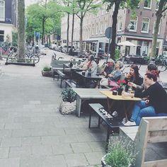 """Di sini dan kebanyakan tempat di kota-kota Eropah orang ramai suka duduk2 di LUAR cafe2 semata-mata utk """"people watch"""". Mereka lebih suka duduk BERSEBELAHAN daripada bertentangan. Pelik kan? Mungkin mereka akan rasa pelik lihat orang kita duduk2 DALAM kedai kopi dan BERSEMUKA sepanjang hari memandangkan pemandangan diluar lebih menarik. Budaya yang buat kita berbeza. #Amsterdam #Netherlands"""