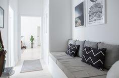 Platsbyggd soffa som kan göras om till säng