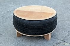 Make a Living Room Table from an Old Tire – Furniture Ideas Tire Furniture, Diy Furniture Plans, Recycled Furniture, Furniture Design, Garden Furniture, Modern Furniture, Tire Seats, Tire Chairs, Tire Table