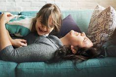 Πώς μπορείς να δυναμώσεις τη σχέση με τα παιδιά σου. Για να μείνουν οι σχέσεις ζωντανές χρειάζεται να τους αφιερώσουμε χρόνο κι ένα κομμάτι απ΄την ψυχή μας.