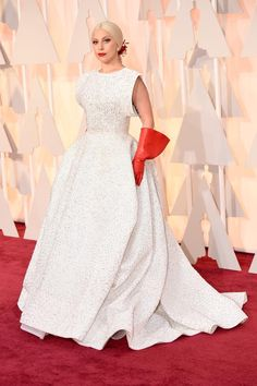 #Oscars2015: Lady Gaga #Dress Took 25 People 1600 Hours to Embroider