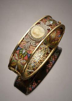 Art Nouveau 18-karat yellow-gold, platinum, diamond, plique--jour and cameo bangle bracelet by Masriera y Carreras. www.masriera.es/