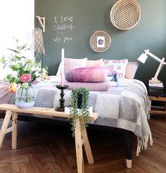 I love sleeping xxx with you Via @lisannevandeklift #worldsuniquedesigns #spring #styling #style #springstyle #loveit #ilovesleeping #design #desiner #designing #mimarlık #mimar #architecture #interior #içmimari #interiordesign #pink #bahar #baharstili #stilveyaşam #yatakodası #iloveflowers #yatakodasıdekorasyonu #dekorasyon #ahşap #wood #hasır