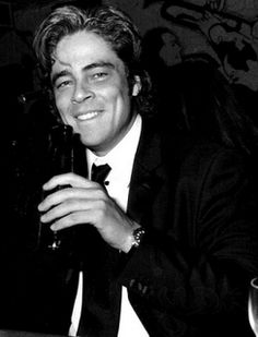 Benicio Del Toro - i have nooooo idea why i find him soo attractive! :)
