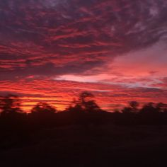 aesthetic gif Driving through the mountains during the sunset Sunset Gif, Sky Gif, Sunset Photos, Beautiful Photos Of Nature, Beautiful Sunset, Amazing Nature, Beautiful Landscapes, Sky Aesthetic, Aesthetic Movies