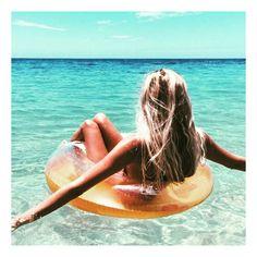 Tan ✔️ Beach hair ✔️ Inflatable ✔️ #summer #beachvibes #beachhair #tanspo #tanspiration #bbloggers #regram from @the_salty_blonde