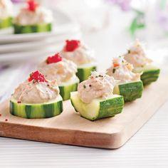 Canapés de concombre à la mousse de crabe Antipasto, Mayonnaise, Mousse, Foods With Calcium, Breakfast Buffet, Good Foods For Diabetics, Appetisers, Fruits And Veggies, Yummy Food