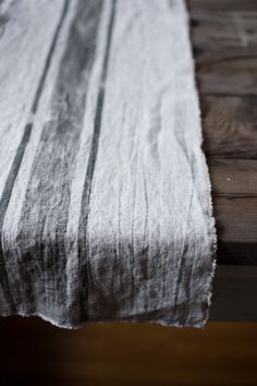 Washed Linen Runner | Bowl & Pitcher #linen @linolistic