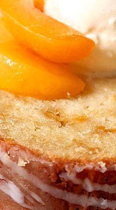 Southern Peach Pound Cake - Treats - Healt and fitness Köstliche Desserts, Delicious Desserts, Dessert Recipes, Food Cakes, Cupcake Cakes, Cupcakes, Bundt Cakes, Snack Cakes, Peach Pound Cakes