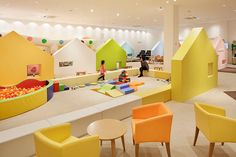 This is the kind of indoor play area that makes you want to take the kids along on your shopping trip. Take a peek at Japan's Mama Smile.