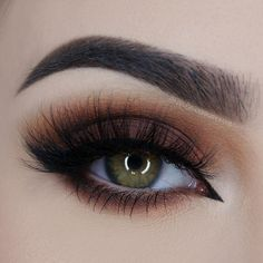 Check out our favorite Pumpkin Spice inspired makeup look. Embrace your cosmetic addition at MakeupGeek.com!