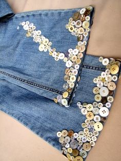 Amazing idea for old jeans I wanna spruce up & to use all the random buttons I have laying around